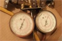 Air conditioner service regulator