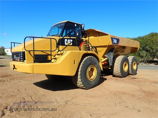 2005 Caterpillar 740 - Heavy Machinery for Sale