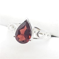 Silver Garnet  Ring (~Size6.75) (~weight 2g)