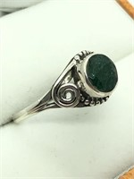Silver Emerald  Ring (~Size 8) (~weight 2.5g)