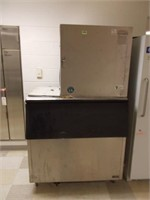 Ice Maker w/Storage Bin