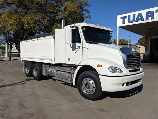 2007 Freightliner FLX - Trucks for Sale