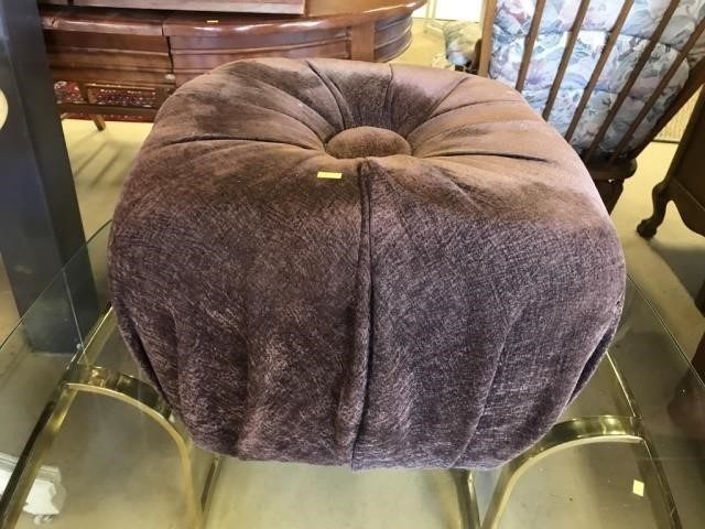 Peachy Upholstered And Tufted Ottoman John M Hess Auction Service Uwap Interior Chair Design Uwaporg