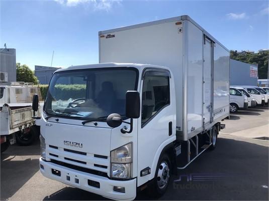 2009 Isuzu ELF - Trucks for Sale