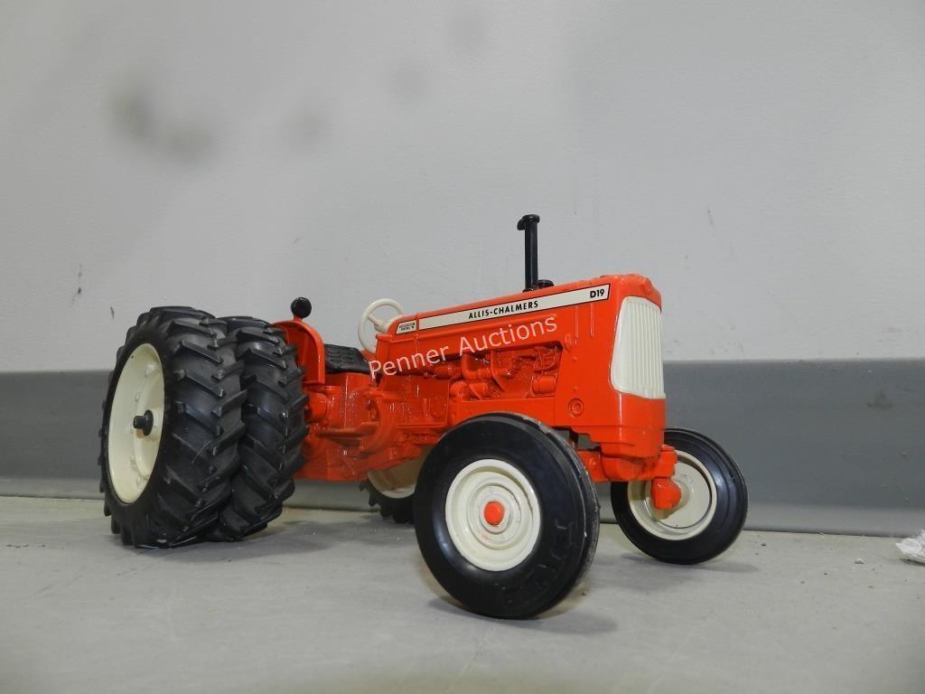 Allis-Chalmers D19 Diecast Tractor   Penner Auction Sales Ltd