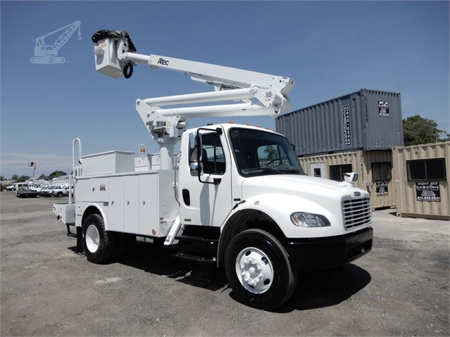 2004 ALTEC TA45M MOUNTED ON 2004 FREIGHTLINER BUSINESS CLASS