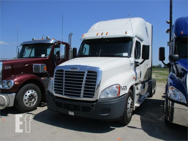 Lot # 6 - 2015 FREIGHTLINER CASCADIA 125 EVOLUTION For Sale In Le Claire,  Iowa