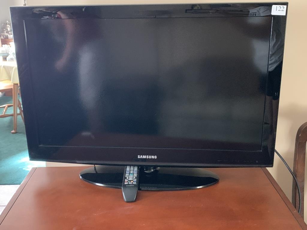 Samsung TV model LN32D403B4D with Samsung remote | Johnson