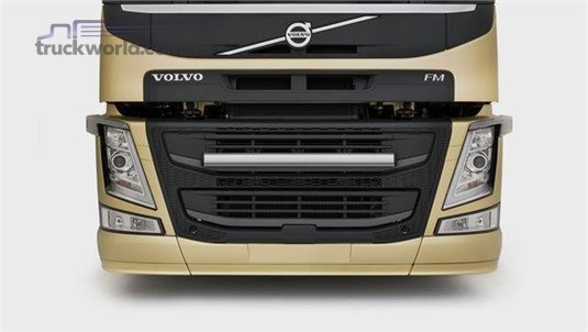 Volvo FM11 6x2 Tractor Low Lite Pusher Rear Air Suspension