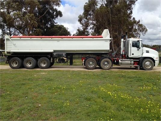 2007 Mack Vision - Trucks for Sale