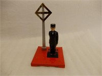 LIONEL TRAINS NO 1045 OPERATING WATCHMAN  / BOX