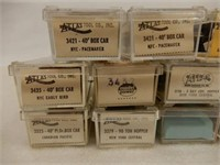 GROUPING OF11 ATLAS N SCALE RAILWAY CARS +CASES