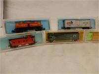 LOT OF11 ATLAS N GAUGE RAILWAY CARS / CASES
