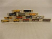 LOT OF 14 MODEL POWER N SCALE TRAIN MODELS/ CASES