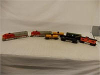 LOT OF SANTA FE ELECTRIC TRAIN ENGINES & CARS