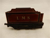 GROUPING OF 5 RAILWAY SCALE MODEL ENGINE & CARS
