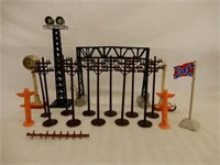 GROUPING OF RAILWAY SCALE MODEL ACCESSORIES