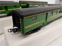 LOT 5 RAILWAY CORREOS SCALE MODEL PASSSENGER CARS