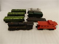 GROUPING OF 8 LIONEL MODEL CARS + LOCOMOTIVE