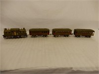 LIONEL ENGINE & 3 RAILWAY CAR SET