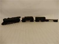 LIONEL MECHANICAL LOCOMOTIVE & 3 CARS / BOX BOTTOM