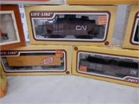 GROUPING OF 24 HO ELECTRIC TRAIN CARS / BOXES