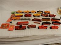 LARGE LOT N SCALE PLASTIC RAILWAY CABOOSES +