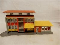 GROUPING OF RAILROAD PLASTIC BUILDING DISPLAYS