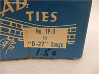 LOT OF RAILWAY COLLECTIBLES / SOME BOXES