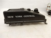 LOT OF RAILWAY TRAIN CARS & COLLECTIBLES