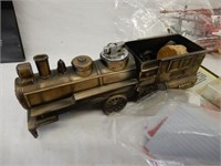 GROUP OF RAILWAY ACCESSORIES & COLLECTIBLES/ BOX