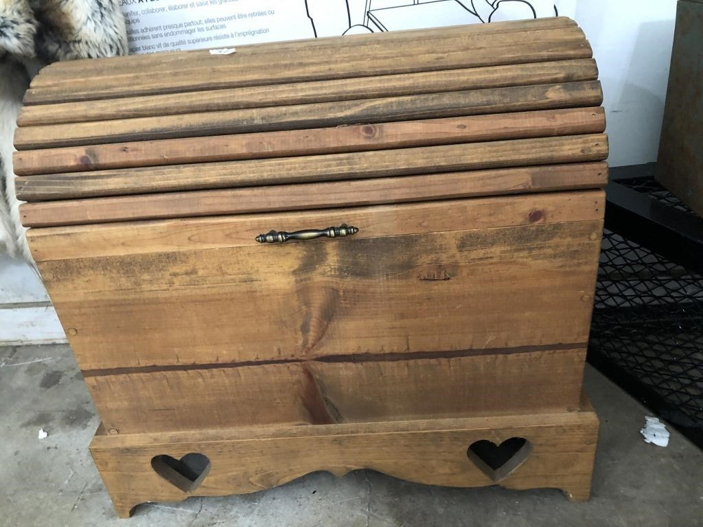 Camel Back Chest Quilt Chest Jersey County Auctions