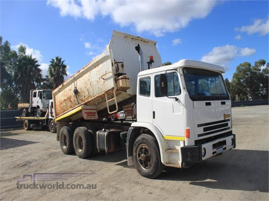 2000 International Acco - Trucks for Sale