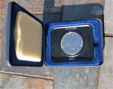 1972 CANADA DOLLAR COIN WITH CASE Other Items For Sale - 1