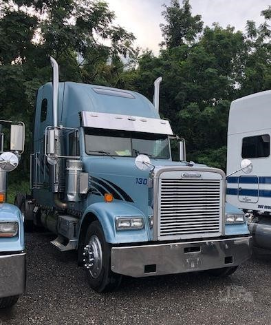 2002 FREIGHTLINER FLD132 CLASSIC XL For Sale In Sorrento, Florida