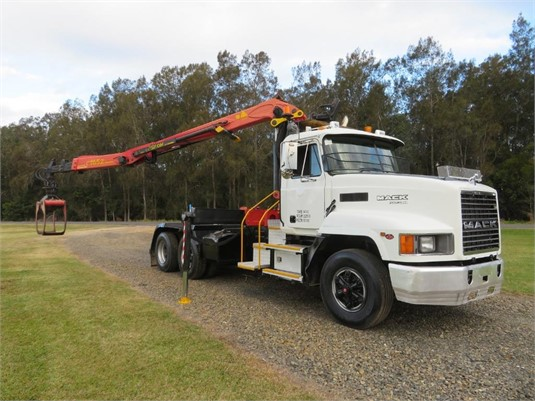 2004 Mack Fleetliner - Trucks for Sale