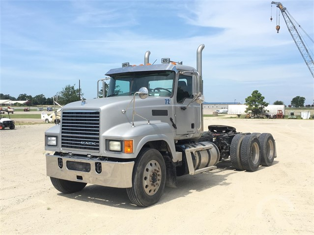 AuctionTime.com | 2015 MACK PINNACLE CHU613 Online Auctions on