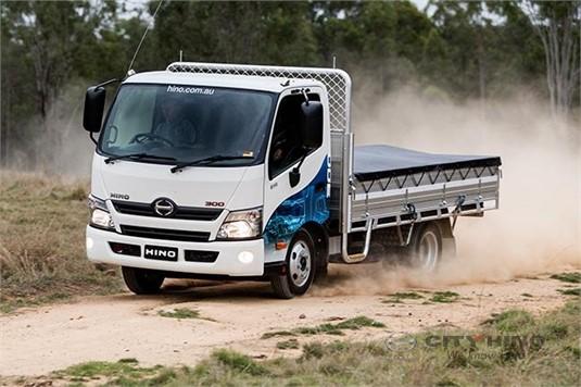 Hino 300 Series 616 Hybrid MWB