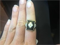 10kt Yellow Gold Men's Ring w/ Black Onyx Centre