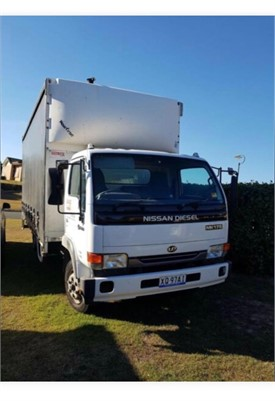 2003 NISSAN MK175 - Trucks for Sale