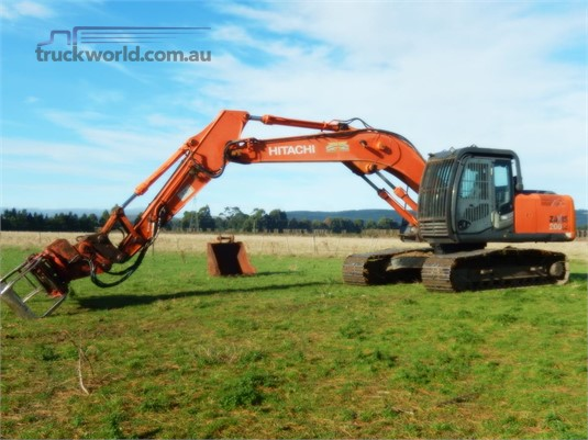 2004 Hitachi ZX200-3 - Heavy Machinery for Sale