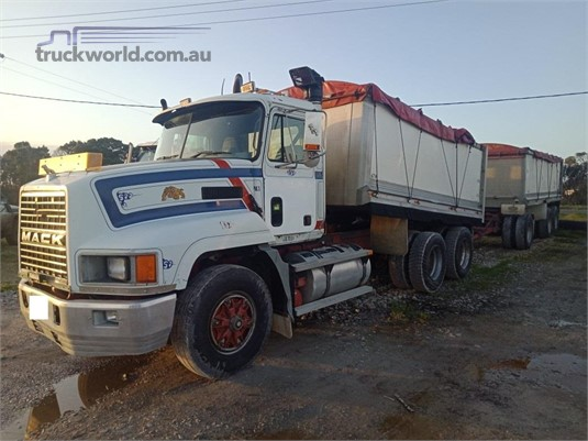2001 Mack CH470 - Trucks for Sale