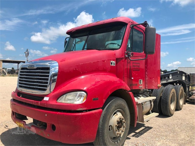 2007 FREIGHTLINER COLUMBIA 112 For Sale In Forrest City