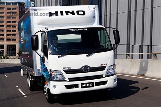 Hino 300 Series 917 Manual Crew Cab