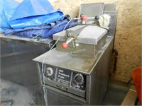 Henny Penny 600 Pressure Fryer