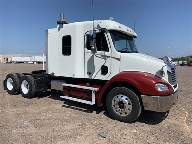 FREIGHTLINER COLUMBIA Conventional Trucks W/ Sleeper For