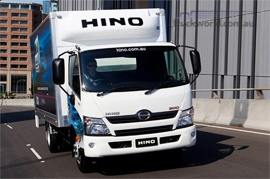 Hino 300 Series 921 Auto Crew Cab