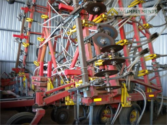 2006 Bourgault 8810 Ag Implements - Farm Machinery for Sale
