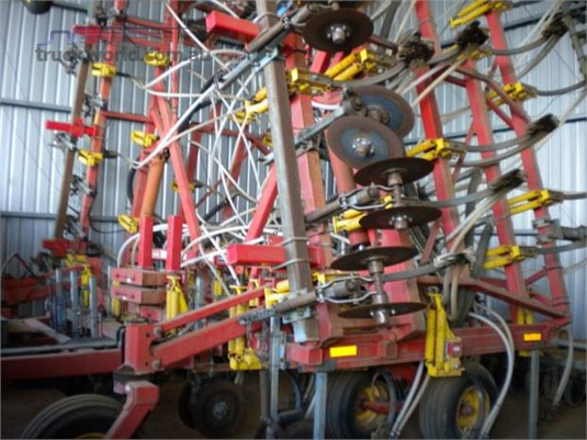 2006 Bourgault 8810 - Farm Machinery for Sale