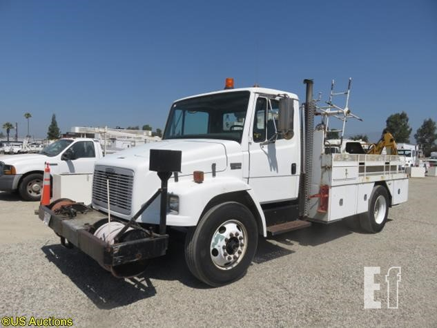 Lot # 179 - 2004 FREIGHTLINER FL60 For Sale In Ontario, California
